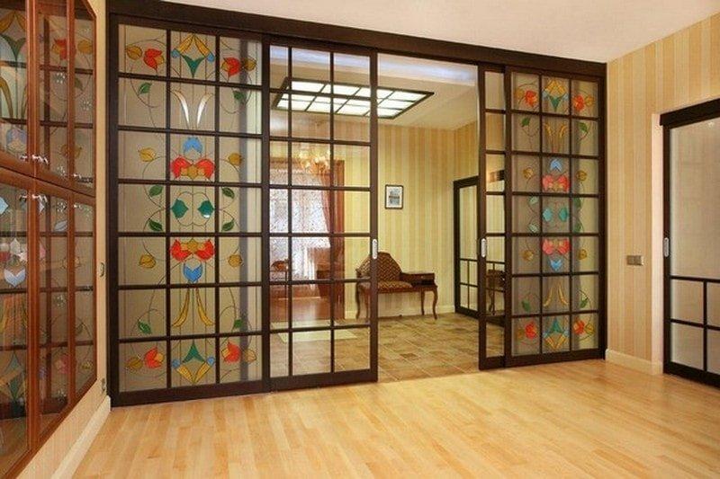 стеклянные двери с витражами