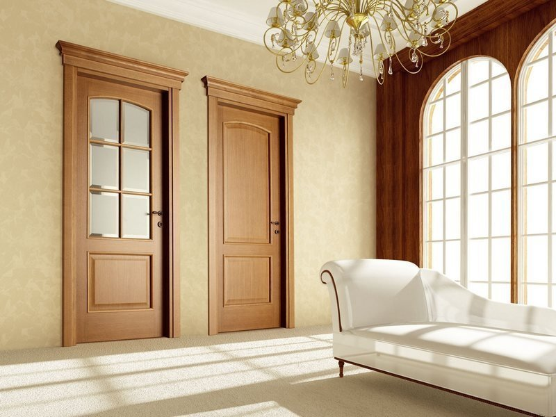 Светлая шпонированная дверь